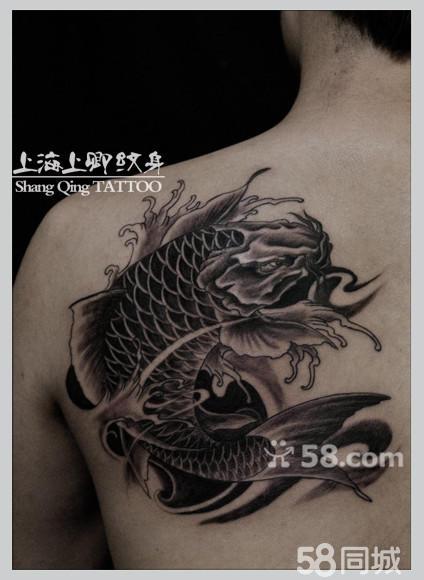 胸部半胛的黑白莲花大势至菩萨手稿纹身图案