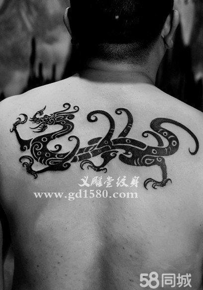 后背中国文字纹身图案分享展示